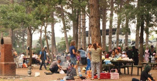 Bayram tatilinin son gününü piknikte geçirdiler