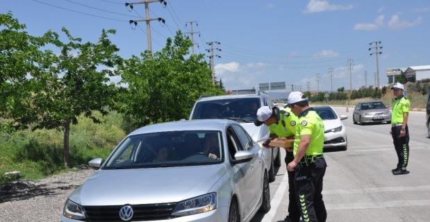 Sürücülere lokum ikram edildi