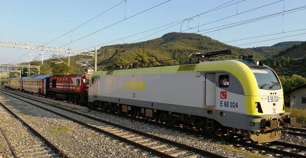 İlk elektrikli tren çalıştı