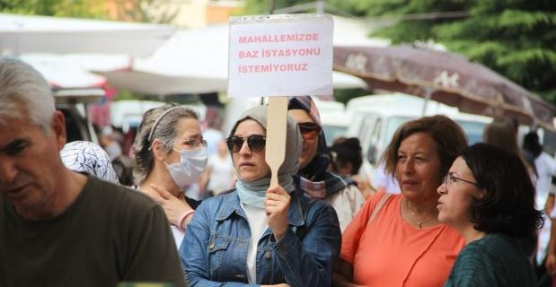 Pazarda baz istasyonu protestosu