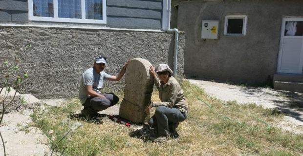 Paleo-Frigçe yazıt olan idol bulundu