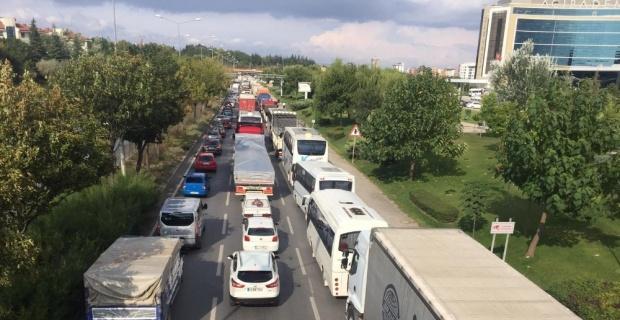 Zincirleme trafik kazası trafiği kilitledi