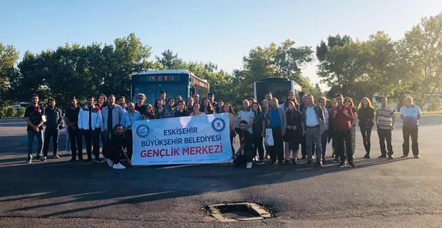 Gençlik Merkezi gönüllüleri otogarda üniversitelileri karşılıyor