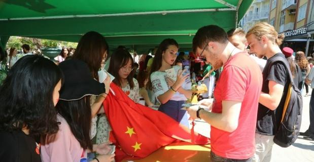 Gönüllüler esnafa İngilizce öğretecek