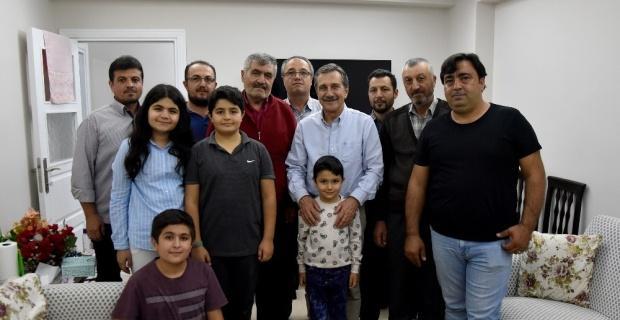 Başkan Ataç evlere konuk olmaya devam ediyor