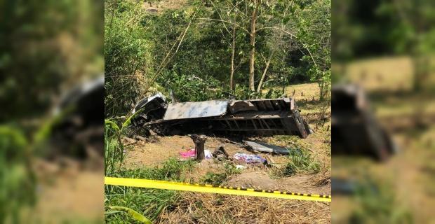 Kamyon uçurumdan yuvarlandı : 20 ölü