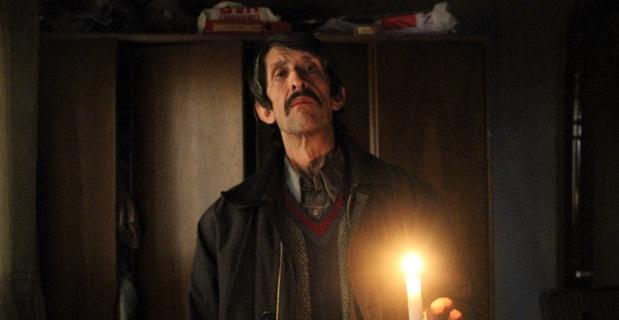 5 kişilik aile mum ışığında yaşıyor