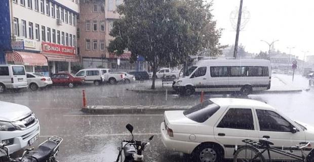 Afyonkarahisar'da şiddetli yağış zor anlar yaşattı