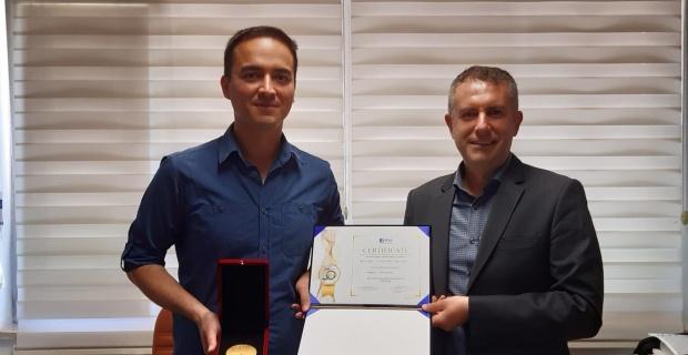 En iyi uluslararası akademik buluş ödülü