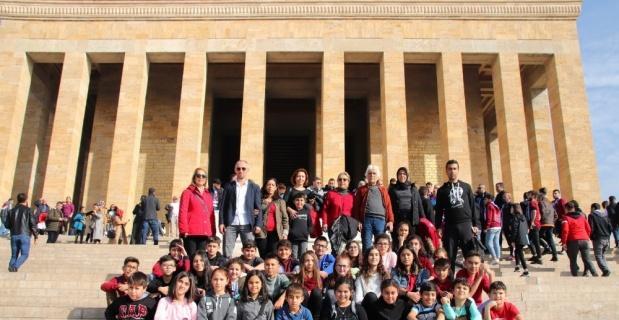 Eskişehir Anadolu Yıldızları Spor Kulübü öğrencilerini Anıtkabir ziyareti