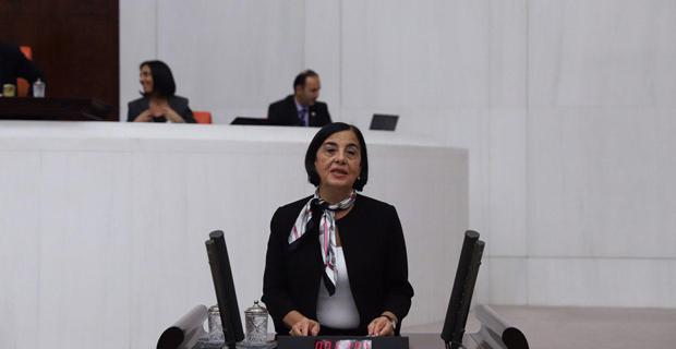 """Bakanlık, Yeni Stadyuma """"Atatürk Stadyumu"""" Diyemedi"""
