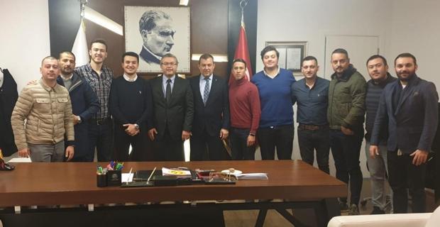 Üniversiteli Eskişehirsporlular kulübe ziyaret etti