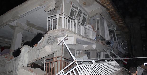 """AFAD: """"Elazığ'da 8, Malatya'da 6 kişi hayatını kaybetti"""""""