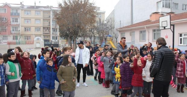 Es Es'li futbolcular öğrencilerle buluştu