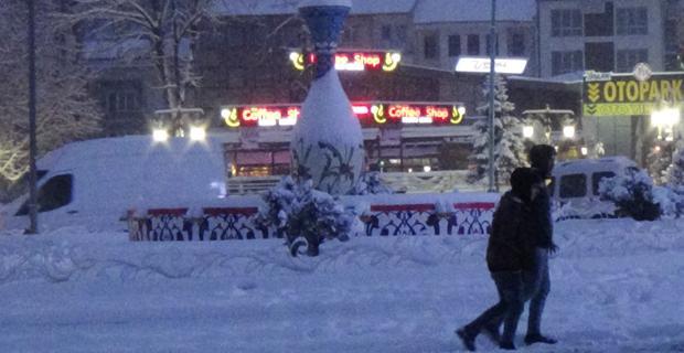 Komşuda  kar kalınlığı 15 santimetreye ulaştı