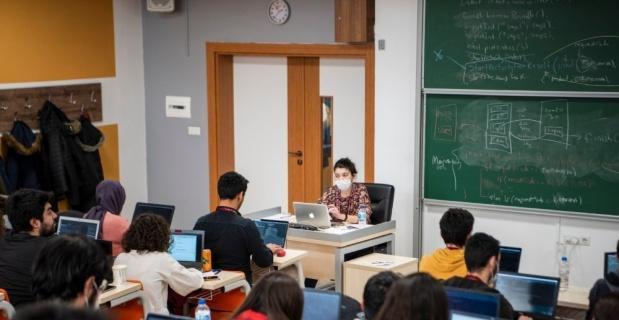 Teknoloji eğitiminde 'maskeli' oturum