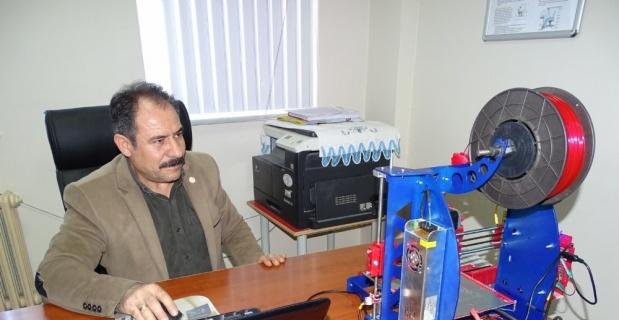 Müdür Yardımcısı Sezer, 5 bin TL'lik 3D yazıcı projesini bin TL'ye mal etti