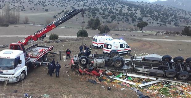 TIR kazasında baba kurtuldu oğlu öldü