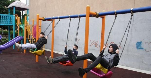 0-14 Yaş arası çocuklar iznin başlamasıyla parklara çıktı