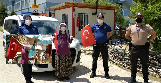 Fareler içinde Türk bayraklarına sarılarak yaşıyordu
