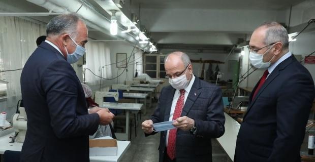 Vali Çakacak, maske üretim atölyesini ziyaret etti