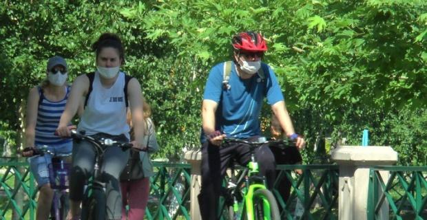 Vatandaşlar parklara akın etti
