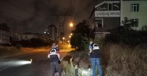 Silahlı saldırgan yolda yürüyen gence kurşun yağdırdı