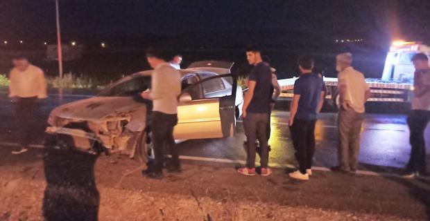 Takla atan otomobildeki 4 kişi yara almadan kurtuldu