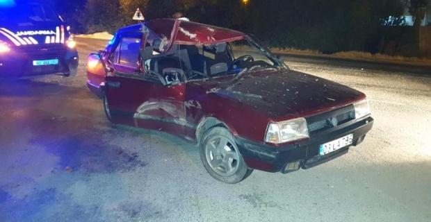 Hurdaya dönen Tofaş'ta 3 kişi yaralandı
