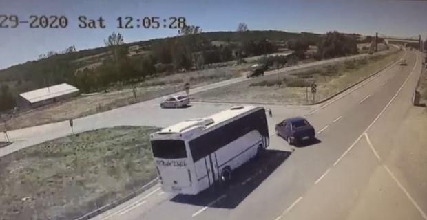 Yaşlı çifti hayattan koparan feci kaza kamerada
