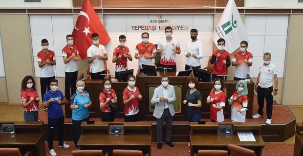 Başarılı Tekvandoculardan Başkan Ataç'a Ziyaret