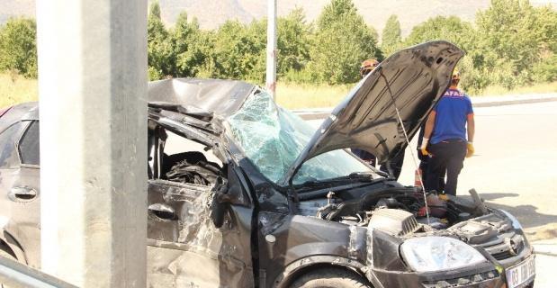 Kaza yaptığı araçta sıkışarak hayatını kaybetti