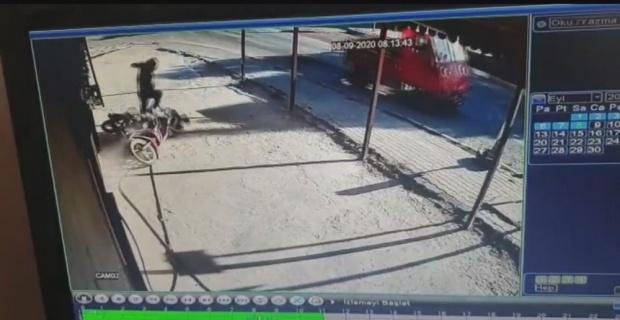 Motosikletli gençlerin ölümden döndüğü anlar güvenlik kamerasında