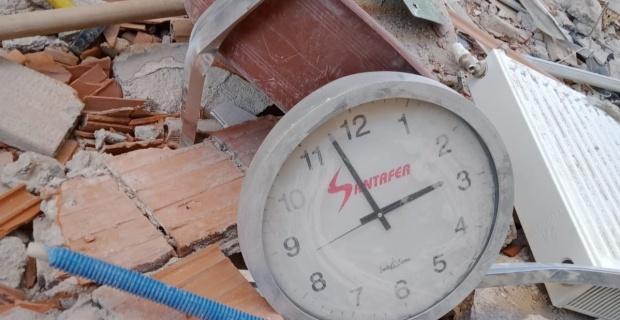Deprem zamanını durdurdu