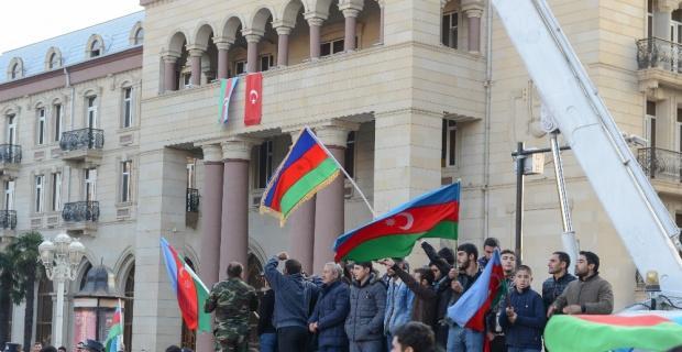 Azerbaycan halkı zaferi coşkuyla kutluyor