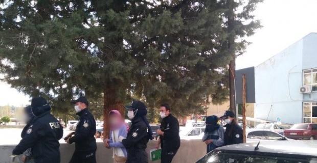 Gediz'de hırsızlık zanlısı 3 kadın yakalandı