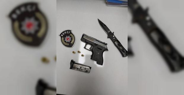 Şüpheli araçtan kuru sıkı silah ve bıçak çıktı