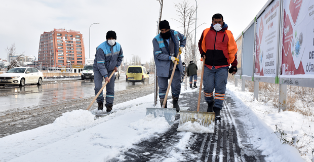 Tepebaşı'nda karla mücadele çalışmaları