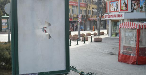 Tepki çeken afiş tahrip edildi