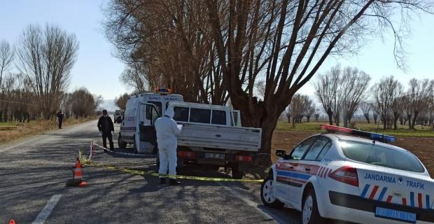 Yol kenarında kadın cesedi bulundu
