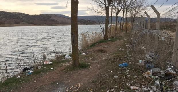 Mamuca Göleti'nde çöp kirliliği