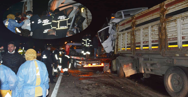 Afyon'da feci kaza: 5 TIR birbirine girdi!