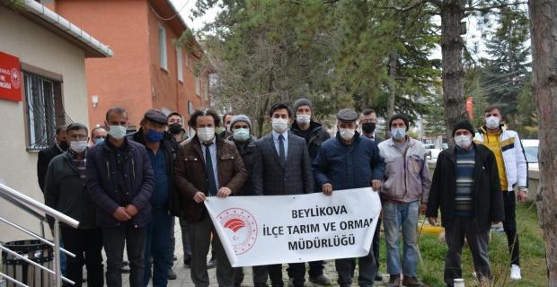 Beylikova'da 40 çiftçiye ücretsiz tohum