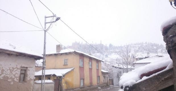 Seyitgazi'de Nisan'da kar sürprizi