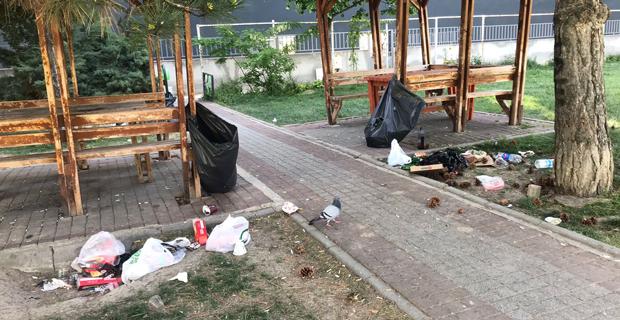 Parkı çöplüğe çevirdiler