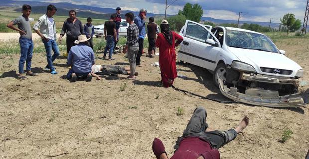 Trafik kazası, 2'si ağır 4 kişi yaralandı