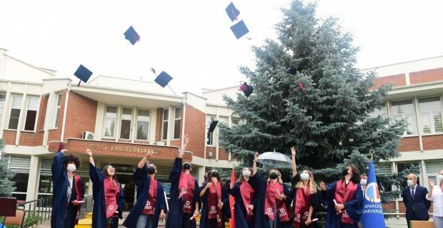 Devlet Konservatuvarı'nda mezuniyet sevinci