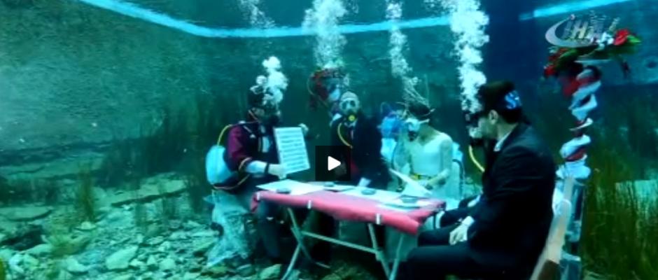 Yeni moda su altında evlenmek
