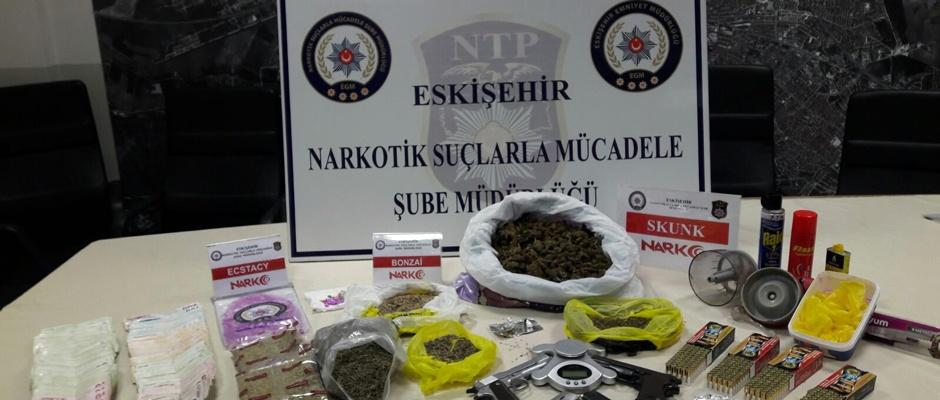 Eskişehir'de uyuşturucu operasyonu kamerada