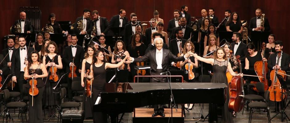 Senfonide Eskişehirli piyanist  ayakta alkışlandı
